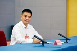 全国政协委员刘永好健全农村土地流通机制处理疏弃问题